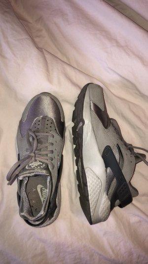 Nike Huaraches Grau Silver