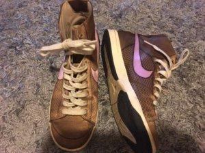 Nike in gold Gr. 37,5