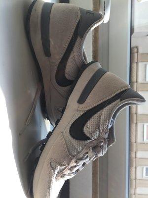 Nike Internationalist beige