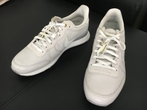 Nike Internationalist Damen hellgrau