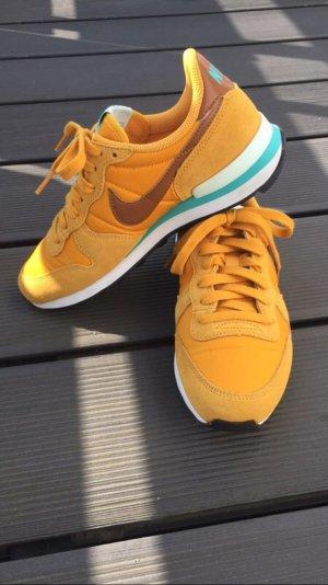 Nike Internationalist gelb/türkis.