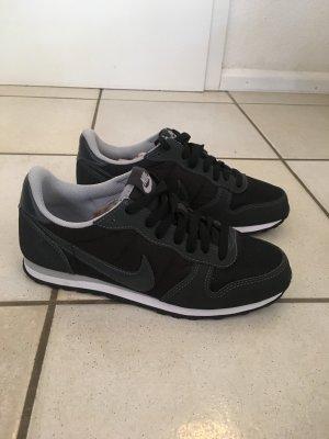 Nike Internationalist Gr. 39 schwarz-grau