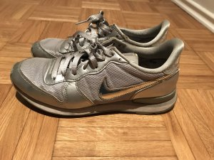 Nike Internationalist Gr. 40 Silber