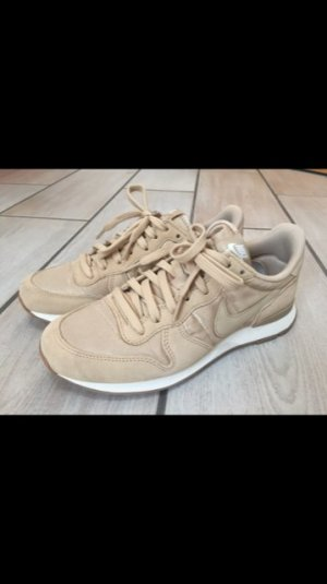 Nike Internationalist in beige/gold