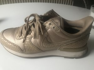 Nike Internationalist in Gold