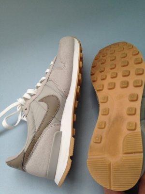 Nike Internationalist khaki/beige/grey Gr 40