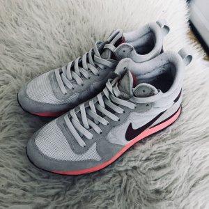 Nike // Internationalist Mid // Gr. 42