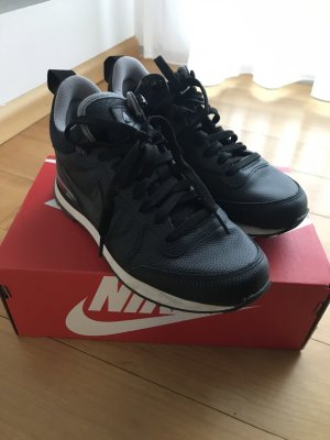 NIKE INTERNATIONALIST MID LEATHER