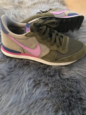 Nike Internationalist WMS Gr. 37.5 Khaki grün