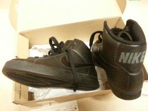Nike Jordans, Nikes, schwarz, High Top, Größe 38,5, Leder