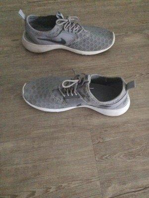 Nike Basket à lacet gris clair