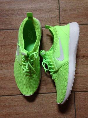Nike Juvenate Größe 41 neongrün (sitzen auch wie 41)