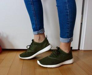 Nike Juvenate olivgrün