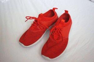 Nike Juvenate rot