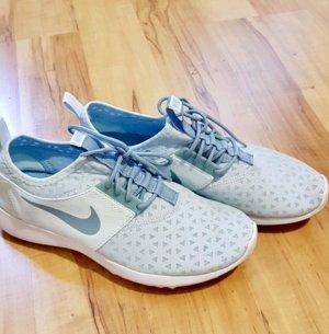 Nike Juvente 40 hellblau