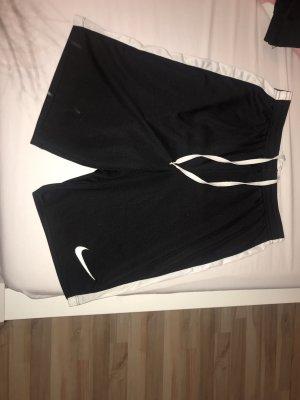 Nike kurze Sporthose