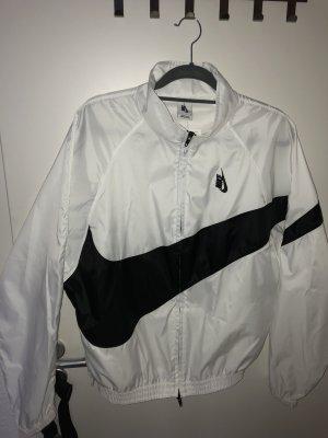 Nike Cortaviento negro-blanco