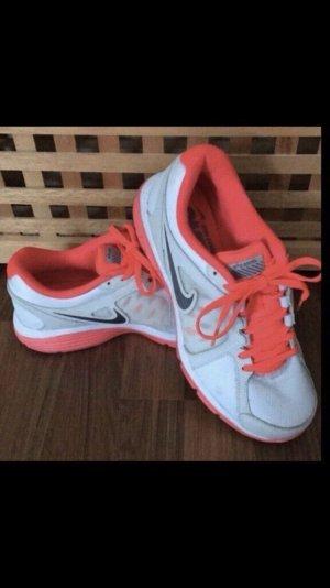 Nike Laufschuhe Gr. 40 US 8,5 UK 6 wie neu