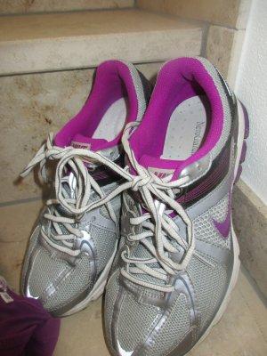 Nike Laufschuhe Größe 39