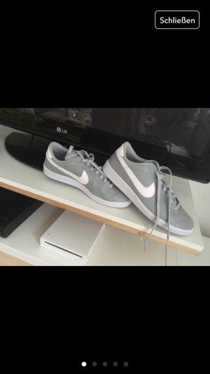 Nike Lederschuhe grau weiß
