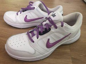 Nike Lace-Up Sneaker white-purple
