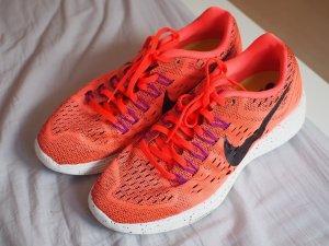 Nike Lunartempo Laufschuh in hyper orange (fällt aus wie 39)