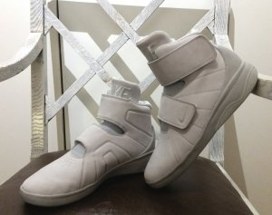 Nike Sneaker con strappi grigio chiaro Pelle