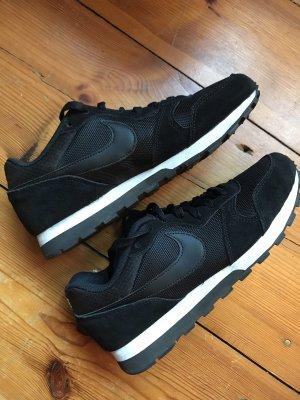 Nike MD Runner 2, Veloursleder schwarz
