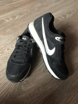 Nike MD Runner, Black/Metallic Silver/White , Größe 36