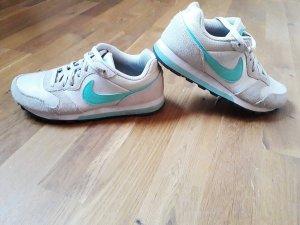 Nike MD Runner in Größe 38