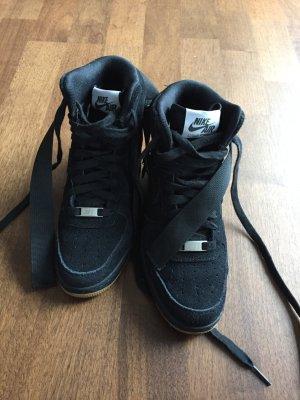 Nike mit Plateauabsatz Größe 36
