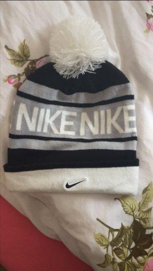 Nike Mütze mit Bommel