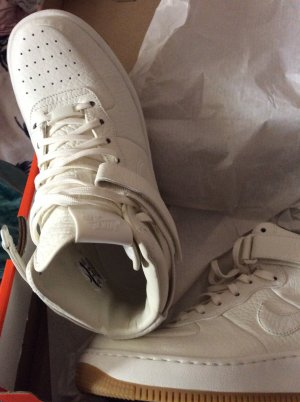 Nike Basket à lacet blanc