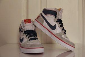 NIKE Old School High Top Sneaker