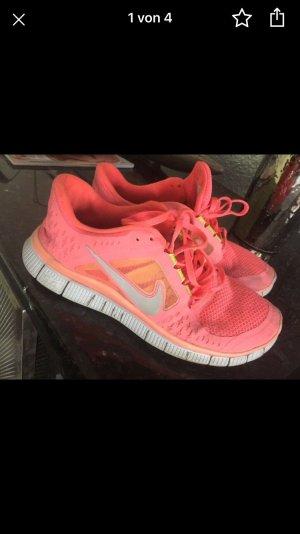 Nike Basket à lacet abricot