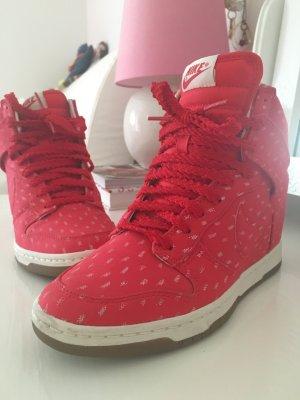 NIKE Plateau Sneaker in Rot ❤️❤️❤️
