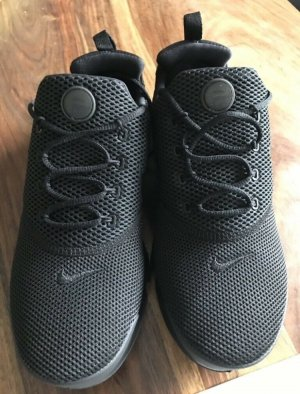 Nike Lace-Up Sneaker black