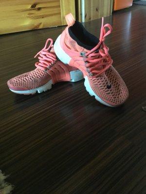 Nike Slip-on Sneakers salmon