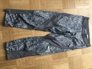 Nike pro Leggins, 3/4 Länge, grau gemustert mit Locheinsätzen , XS