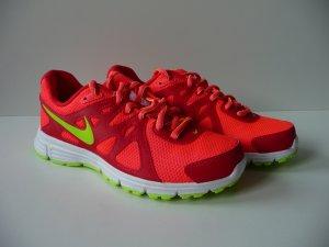 Nike Revolution 2 Größe 38 1/2, Neu! Ladenpreis 59 Euro. Sehr trendy....