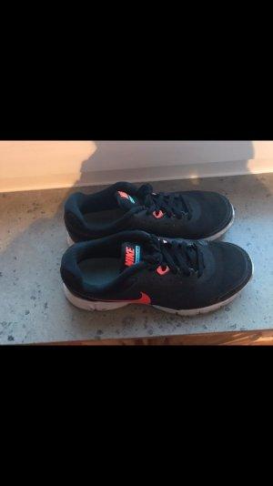 Nike  Revolution  EU.