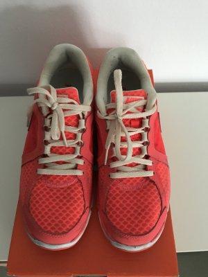 Nike Revolution gr. 38,5