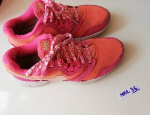 Nike Lace-Up Sneaker pink-pink