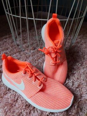 Nike Rosh Run Koralle