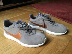 Nike Roshe (Bronze)!