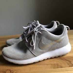 Nike Basket à lacet argenté-gris clair tissu mixte