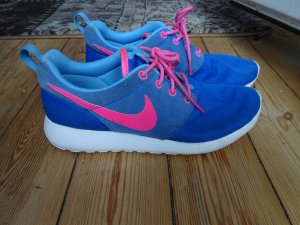 Nike Basket à lacet bleu-rose