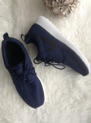 Nike Roshe One / dunkelblau / Gr. 39/40