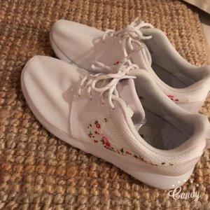 Nike Roshe One flowers