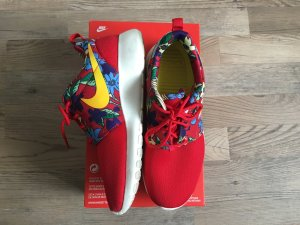 Nike Roshe One in 36,5 rot mit Blumenprint